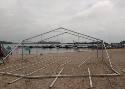 NL Tenten Nunspeet opbouw tent strandfeest Veluwemeer