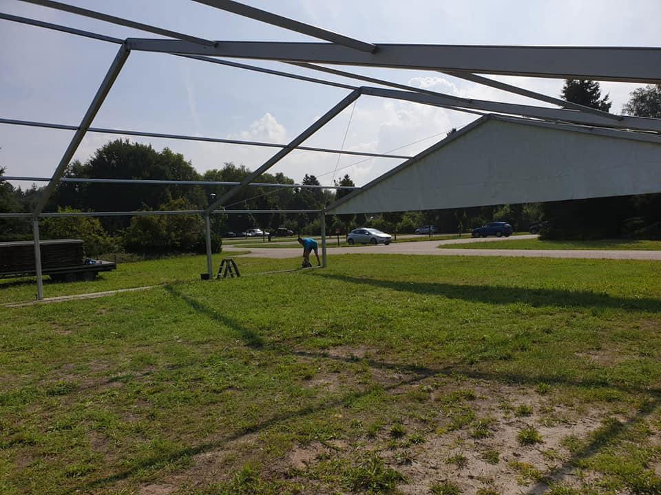 Aluhal tent met houten vloerdelen Walibi NL Tenten Nunspeet